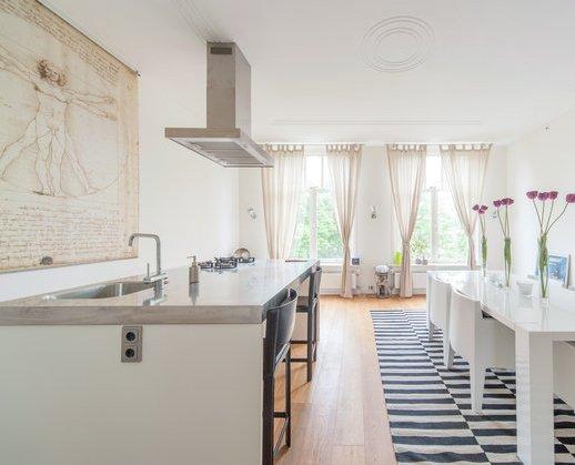 Witte keuken lichte vloer beste inspiratie voor huis ontwerp - Witte keuken voorzien van gelakt ...